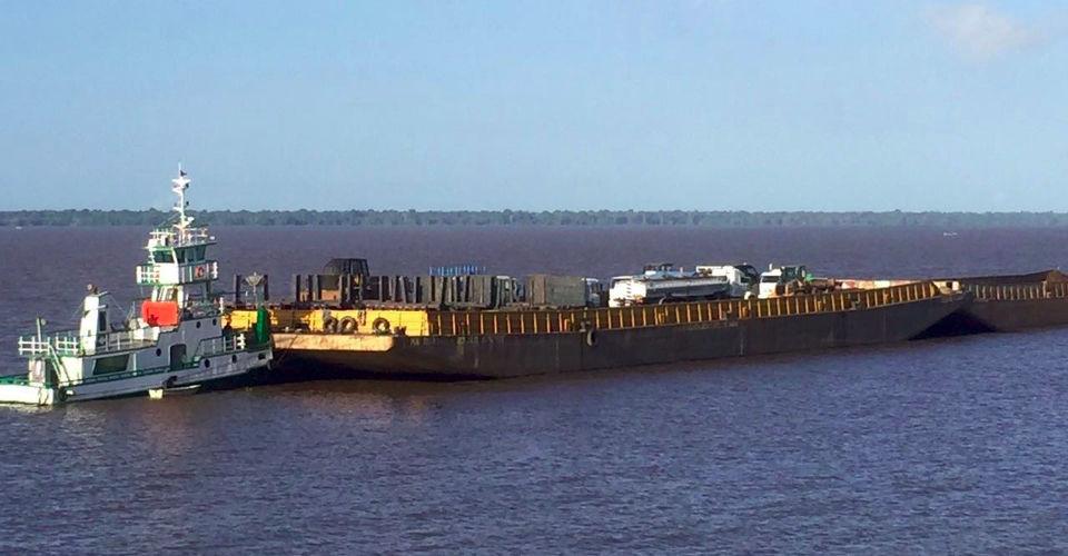 Transporte de carga em balsas Manaus x Santarém